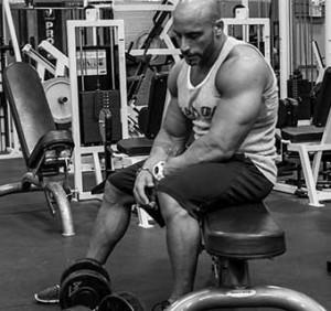 Претренирането възпрепятства качване на мускулна маса и предразполага към травми.